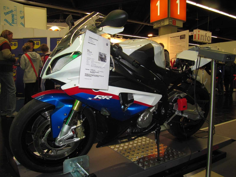 Hella Gutmann presented motorcycles, connecting up the Acctiva Easy for battery conservation charge.