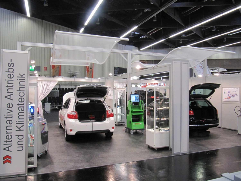 Knoll, one of the three Bosch wholesalers, showed off the entire range of Acctiva battery charging systems by demonstrating a variety of HGV and passenger vehicle applications. Fronius charging technology was also used to power the 12 V battery.