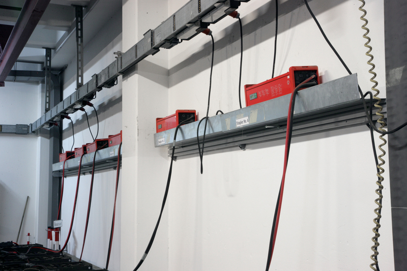 Die effizienten Batterieladesysteme Selectiva Plus D mit 'Active Inverter Technology' in der zentralen Ladestation