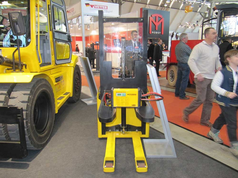 The forklift truck manufacturer exhibited Fronius battery charging systems, complete with Hyundai branding in a yellow housing.