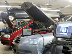 Batteriepflege von Lagerbatterien - OEM battery charging system of the Volkswagen Group with differences in hard- and software.