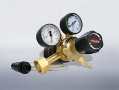 Cylinder pressure regulator with built-in preheater