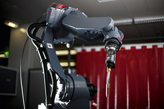 As the world's smallest push-pull robot welding torch, the Robacta Drive TPS/i allows even more welding tasks to be economically performed using robots.